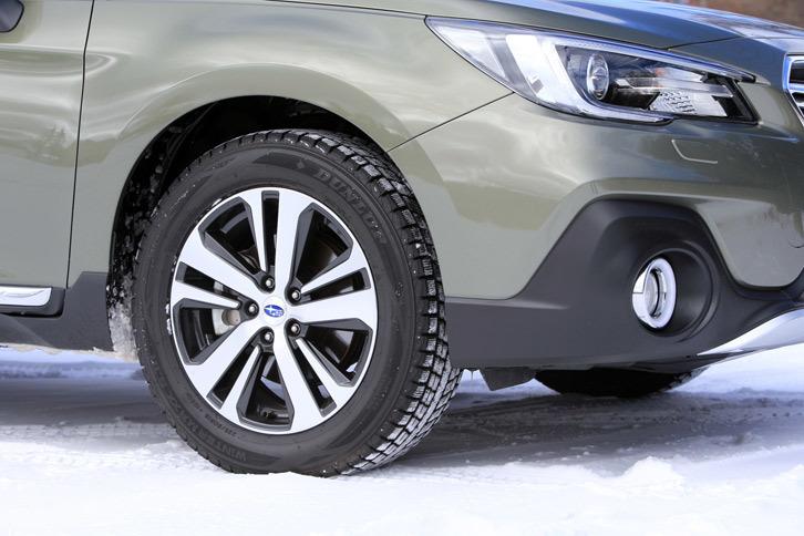 今回のマイナーチェンジではホイールのデザインも変更。タイヤサイズは従来モデルと同じ225/60R18で、テスト車には冬用タイヤの「ダンロップ・ウィンターマックスSJ8」が装着されていた。