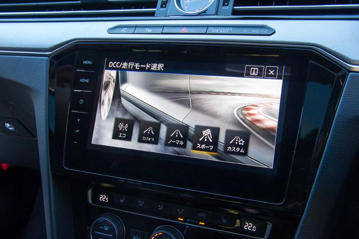走行モード切り替え機構「ドライビングプロファイル機能」の操作画面。「エコ」「コンフォート」「ノーマル」「スポーツ」「カスタム」の5つのモードが用意されている。