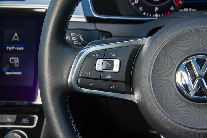 充実した運転支援システムも「アルテオン」の特徴。全車速対応のアダプティブクルーズコントロールや、レーンキーピングアシスト機能などが標準装備される。