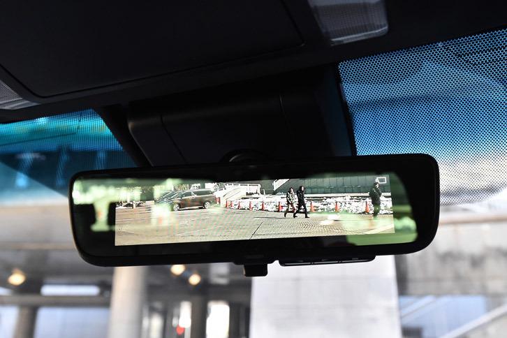 カメラの映像を映すことで後方の視認性を高める「デジタルインナーミラー」。モデルにより、標準装備またオプションとして用意される。