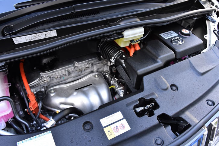 2.5リッター「2AR-FXE」エンジンをベースとするハイブリッドユニット。197psのシステム最高出力を発生する。