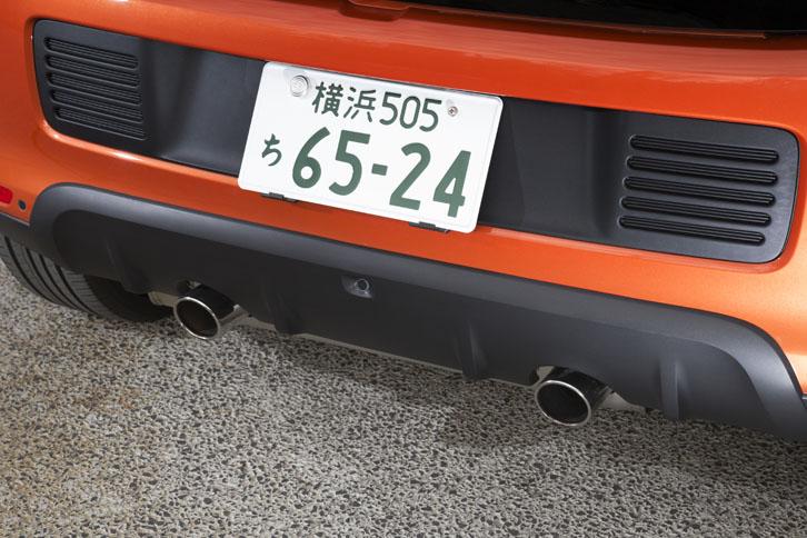 リアビューのアクセントとなっている2本出しのクロームエキゾーストパイプ。排気流と排気圧を最適化するため、「GT」ではエキゾーストシステムにも手が加えられている。
