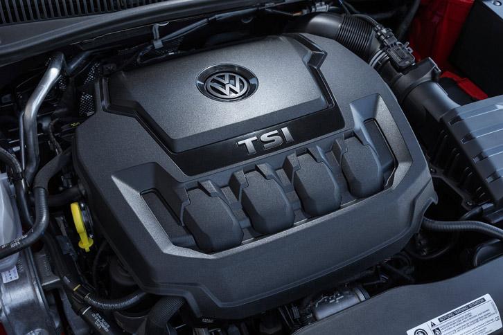 パワープラントには従来の1.8リッター直4ターボエンジンに代えて、2リッター直4ターボエンジンを採用。320Nmの最大トルクは従来のままだが、最高出力は8psアップの200psを実現している。