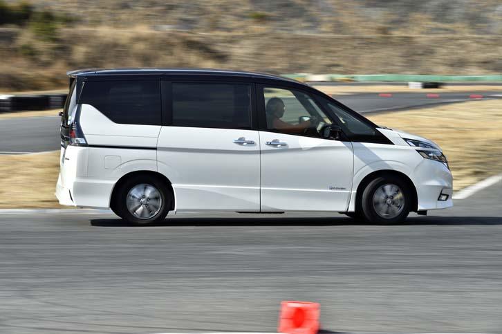 """本庄サーキットにおいて""""ワンペダルドライブ""""を試す。回生ブレーキの減速感は、まるでLレンジに入れっぱなしで走っているような強力さだった。"""