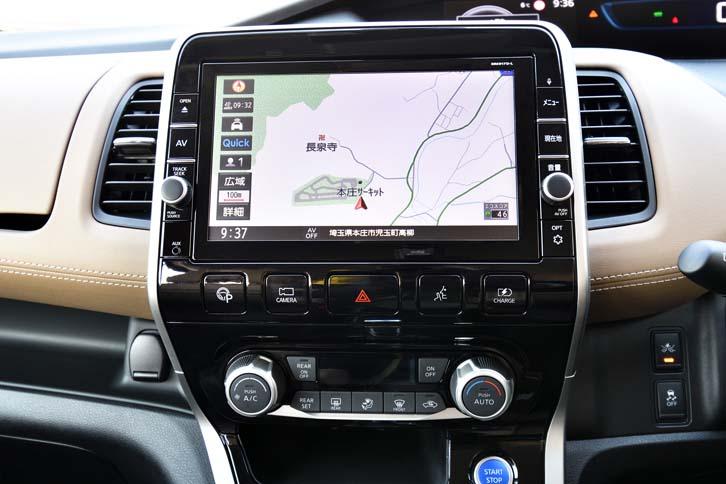 「マナーモード」と「チャージモード」の操作スイッチは、ナビ画面の右下に並んで備わっている。