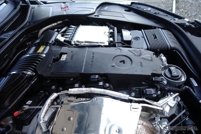 エンジンカバーを取り去った写真