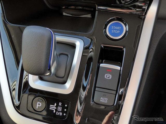 セレナe-POWERには、プッシュ式のパーキングボタンが新sねつされた
