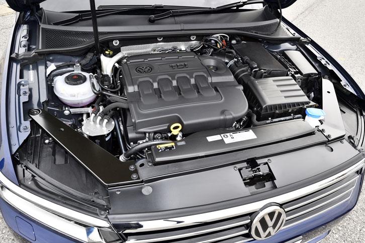 「パサートヴァリアントTDI」の2リッターディーゼルターボは、欧州仕様車とまったく同じ仕様で、日本の環境基準「ポスト新長期排ガス規制」をクリアしている。