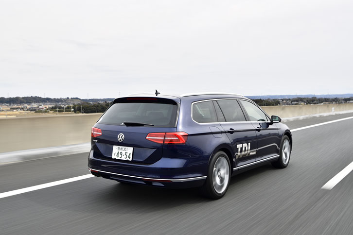 今回の試乗では、高速道路を主体に約240kmを走行。燃費は満タン法、車載燃費計ともに、14.6km/リッターを記録した。