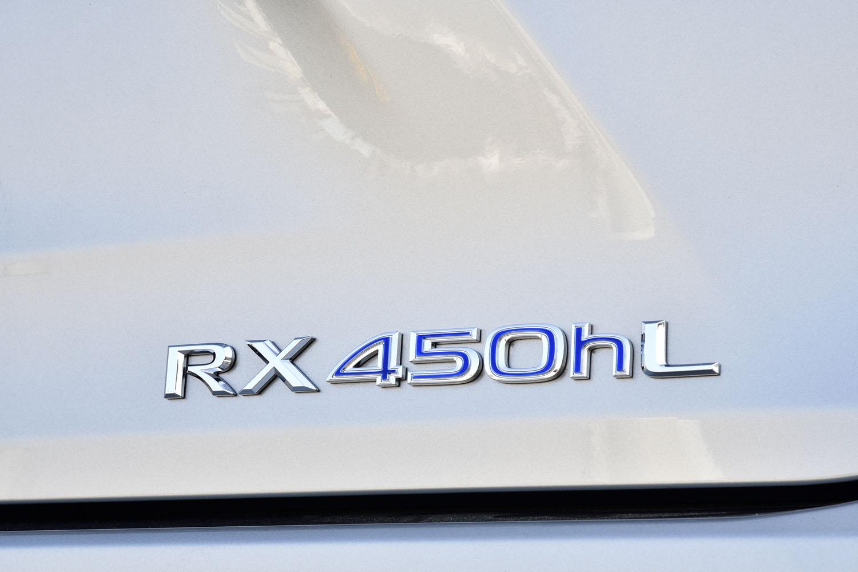 2017年12月に発売された「レクサスRX450hL」。ボディーの全長を110mm延長して、3列目のシートを設けた新たなフラッグシップモデルである。