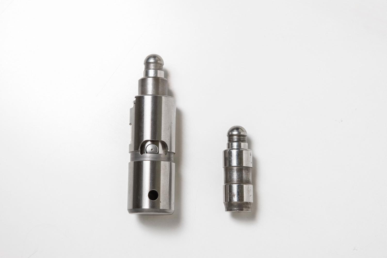 スカイアクティブ-GにはスイッチャブルHLAによる気筒休止システムが採用されている。油圧でロックピンの固定と解除を行う。