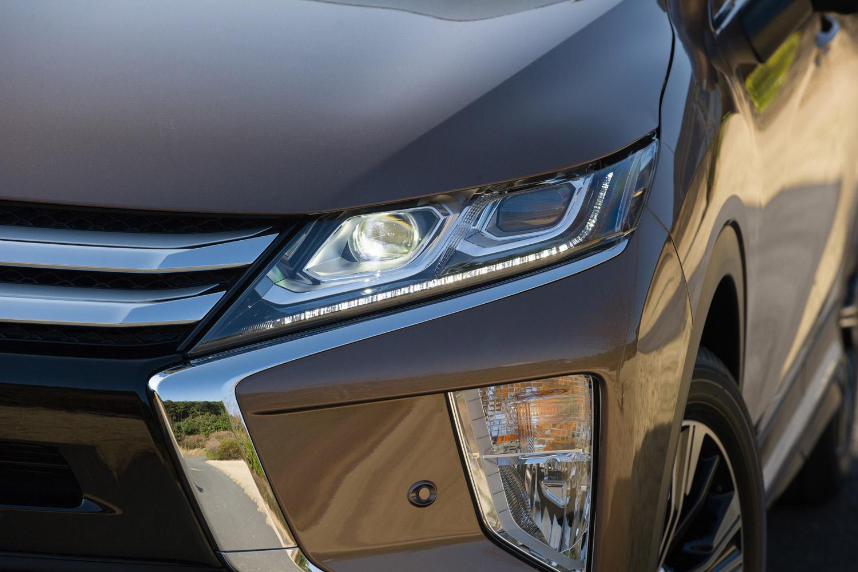 ヘッドランプはベースグレードの「M」がハロゲン式、その他の2グレードがLED式。状況に応じてハイビームとロービームを切り替える、オートマチックハイビームが全車に標準装備される。