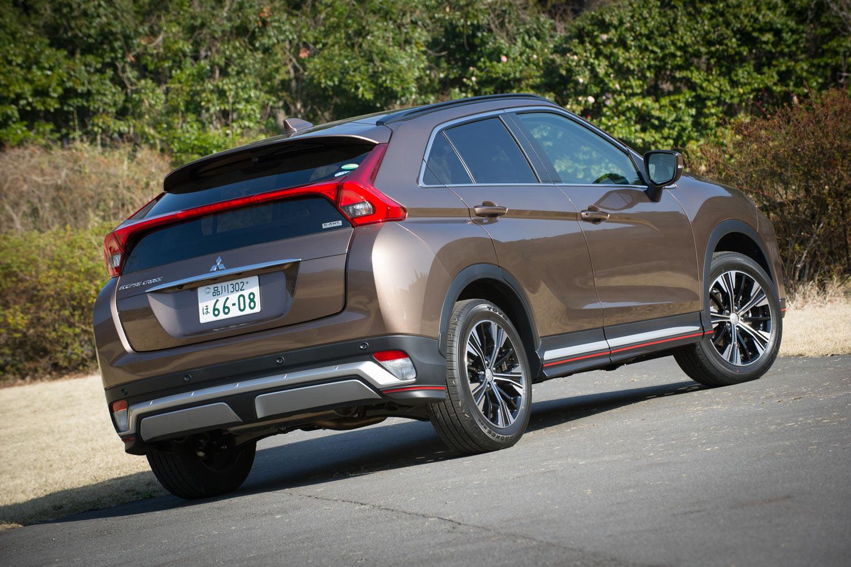 ボディーカラーには、テスト車に採用されていた「ブロンズメタリック」を含む全8色が用意されている。