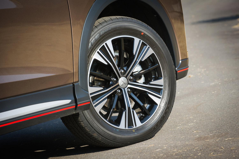 タイヤサイズは「M」が215/70R16で、「G」「Gプラスパッケージ」が225/55R18。テスト車にはトーヨーの「プロクセスR44」が装着されていた。
