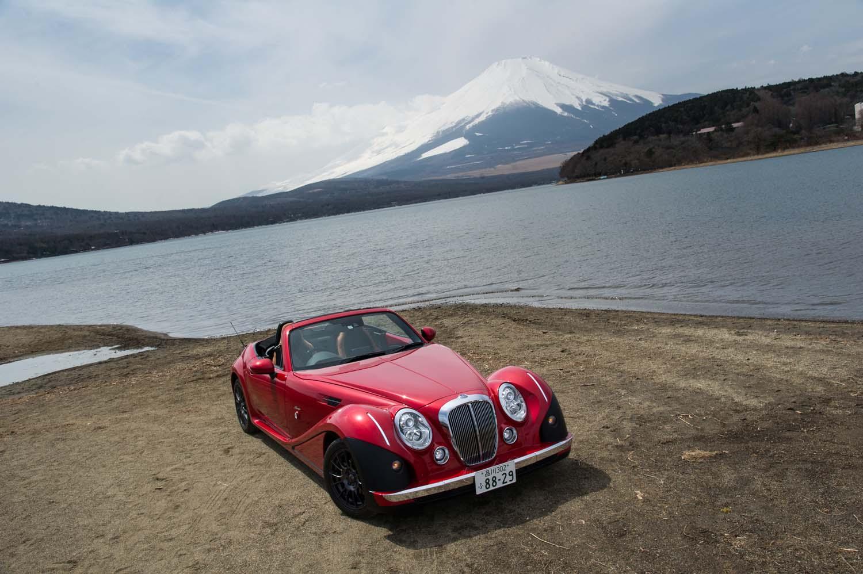 新型「ミツオカ・ヒミコ」が発売されたのは、2018年2月のこと。光岡自動車の創立50周年を記念した特別なニューモデルなのだ。