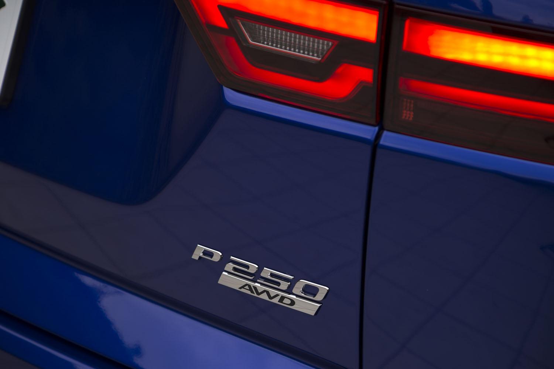 今回の試乗車は「EペースR-DYNAMIC SE P250」。末尾の「P250」は、最高出力250psを発生するガソリンエンジン車であることを示す。