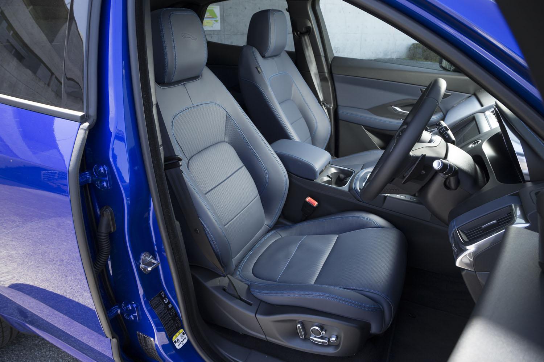 「パーフォレイテッドエクリプスウィンザーレザースポーツシート」と名付けられた試乗車のシート。オプション価格は55万4000円。