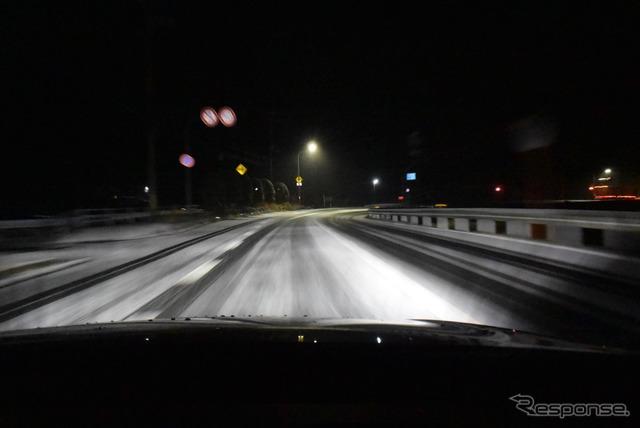 紀伊半島で雪に遭遇。スリッピーな路面では車両バランスの良さが光った。