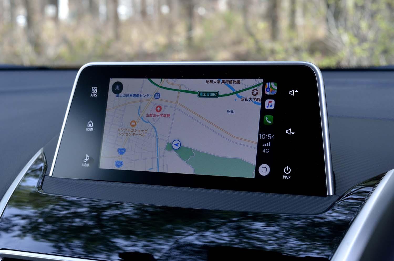 今回試乗した上級グレード「Gプラスパッケージ」には、スマートフォン連携ディスプレイオーディオが標準装備される。単独でナビ機能は備えていないが、「Apple CarPlay」(写真)、または「android auto」のマップアプリを利用できる。