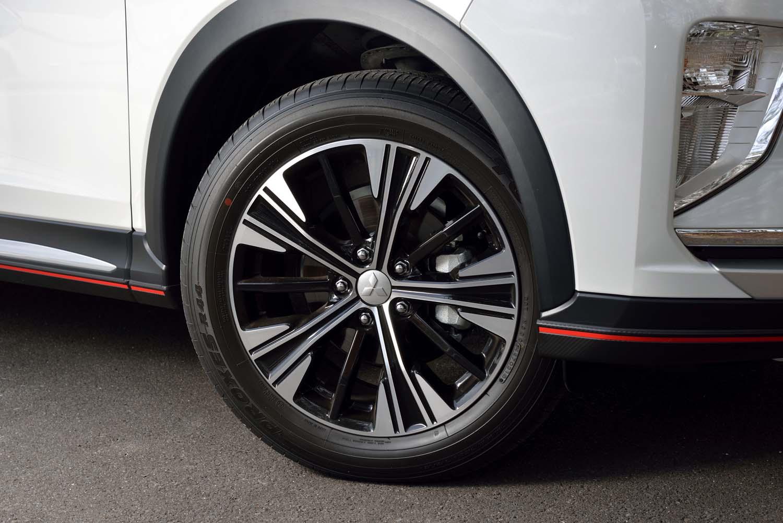 「Gプラスパッケージ」では、18インチのタイヤ&ホイールが標準。テスト車には「トーヨー・プロクセスR44」が装着されていた。乗り心地と静粛性に優れている。