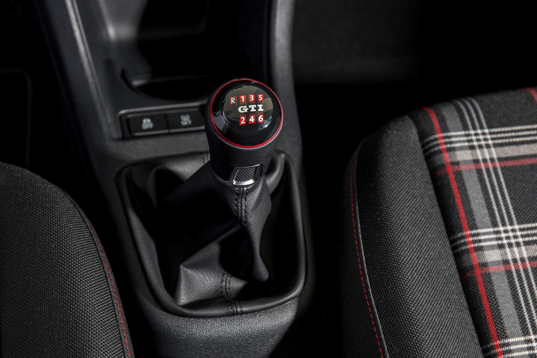 「up! GTI」のトランスミッションは6段MTのみ。標準車に設定される5段シングルクラッチATは用意されていない。
