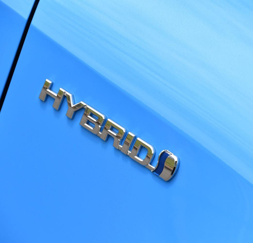 次期「カローラハッチバック」のラインナップは、ハイブリッド車と1.2リッターターボ車の2本立てとなる。