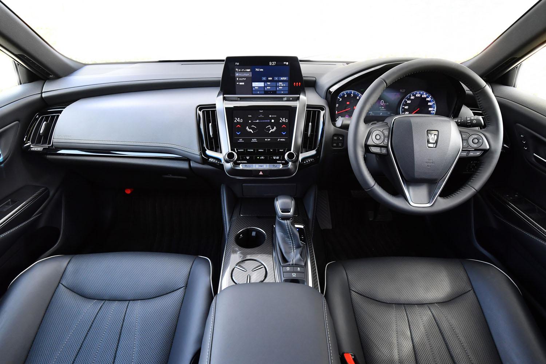 Aピラーまわりの視界のよさにこだわったというインテリア。女性も安心して運転できる、操作性のよさが追求されている。