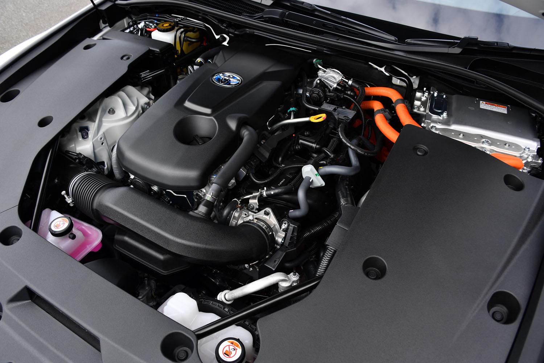 2.5リッターハイブリッドモデルのパワーユニット。エンジンは、ハイブリッドセダン「カムリ」のものを縦置きに搭載している。