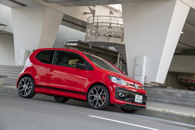 日本に導入される「up! GTI」は3ドアモデルのみ。ボディーサイズは全長×全幅×全高=3625×1650×1485 mm、車両重量はジャスト1tとなっている。