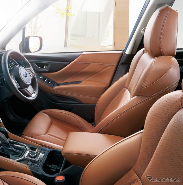 Advance仕様の本革シート、ブラウン(シルバーステッチ)はメーカー装着オプション。