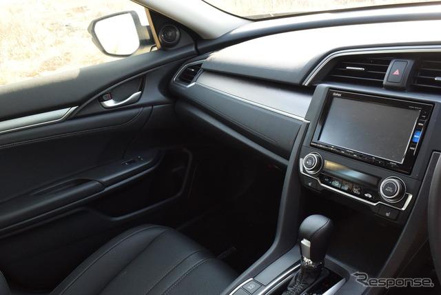 運転席から見たダッシュボード。至ってシンプルだ。