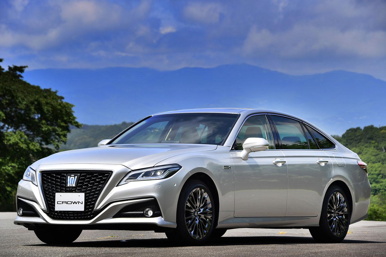まずは国内専用モデルとして販売される新型「クラウン」。欧州のプレミアムセダンに乗ってきたユーザーにアピールすることも、重要なミッションとなっている。