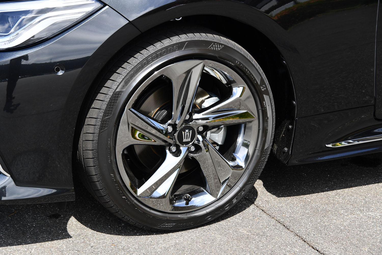 スポーティーグレードの「RS」には、専用デザインの18インチホイールが装着される。