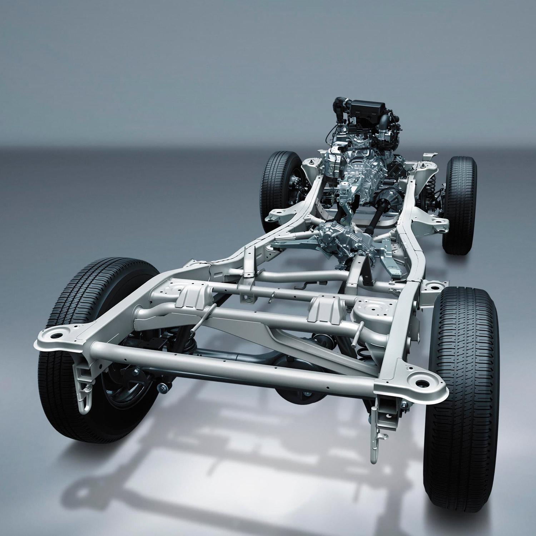 """「オフロード性能が第一」というキャラクターは、従来モデルから変わりなし。強固なラダーフレームや、リジッド式の前後サスペンション、エンジン縦置き・FRベースの駆動レイアウト、副変速機付きのパートタイム4WDなどといった""""伝統""""は、新型にも受け継がれている。"""