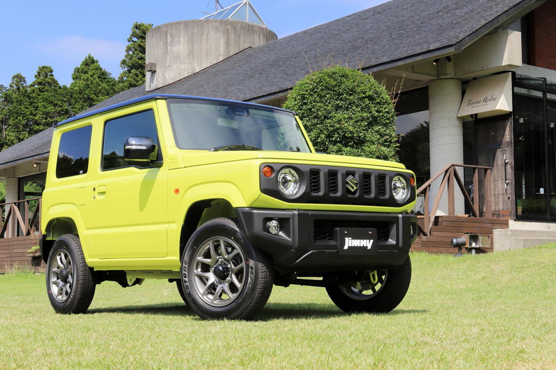新設計のボディーの採用や新しい装備の追加などにより、特に軽自動車の「ジムニー」の車両重量は、従来モデルよりいささか重くなってしまった。