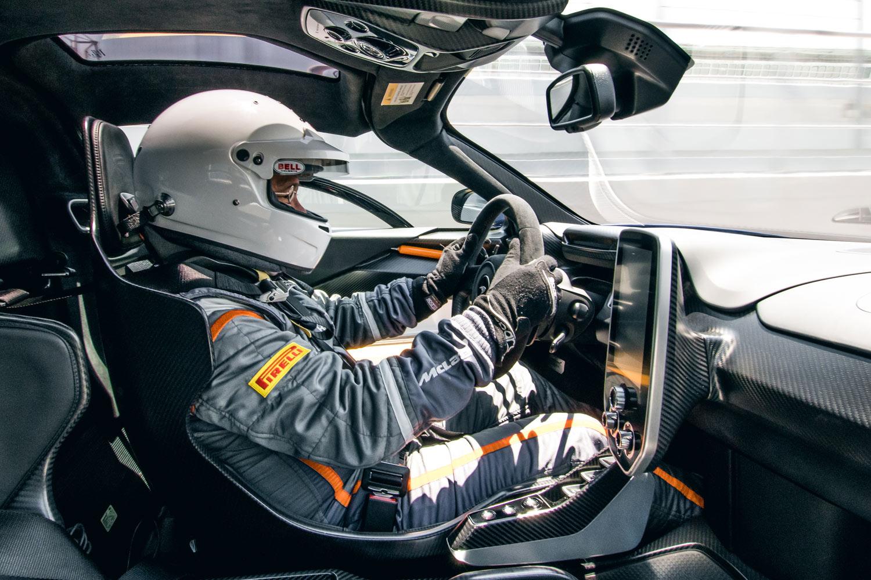 アイルトン・セナがF1で初勝利を挙げたエストリルサーキットにて、「マクラーレン・セナ」をドライブする筆者。