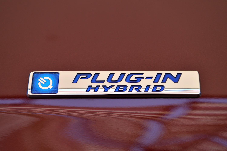 2018年5月現在、国内には約6200基の急速充電器と、約1万4600基の普通充電器が設置されている(ホンダ調べ)。