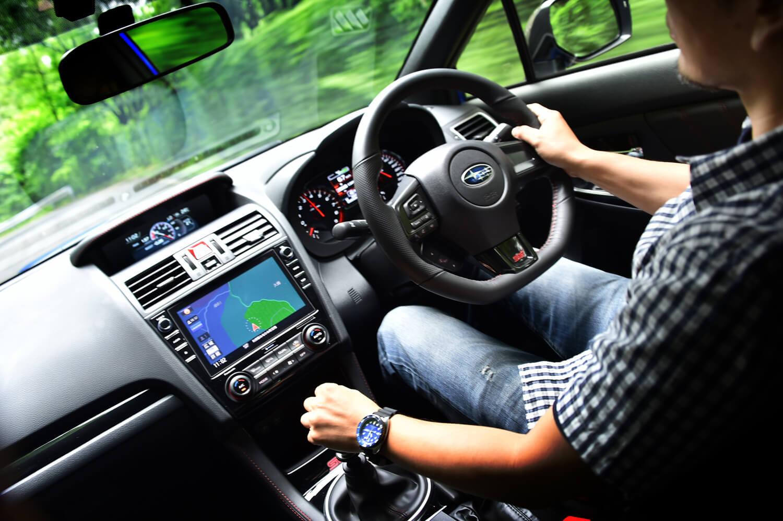 車体の軽量化と高出力エンジンの採用により、4.498kg/psというパワーウェイトレシオを実現した「タイプRA-R」。0-100km/h加速は4.8秒と公称されている。