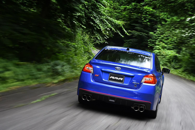 専用チューニングの足まわりや、それによる10mmのローダウン、軽量化が図られたボディー、ハイグリップタイヤの採用などにより、「タイプRA-R」は「ドライ路面での限界Gが1G超」というスポーツカー顔負けの旋回性能を実現している。