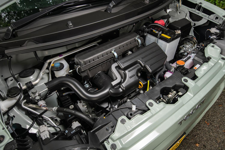 KF型0.66リッター直3 DOHCエンジン。「ミラ トコット」のパワープラントは、写真の自然吸気エンジンとCVTの組み合わせのみとなっている。