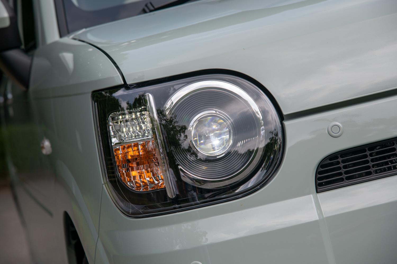 「ミラ トコット」には、マニュアルレベリング機能付きのLEDヘッドランプが全車に標準装備される。