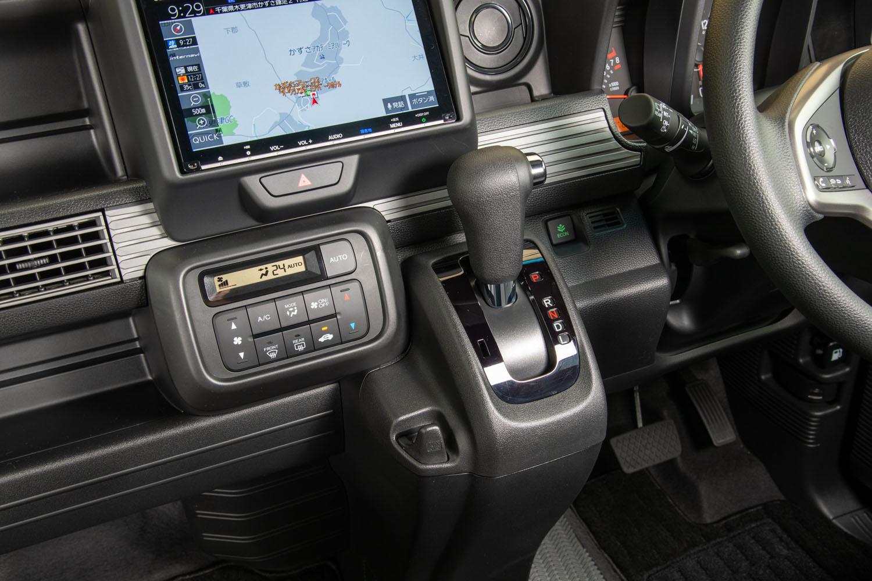CVTは「N-BOX」用をベースに、商用車向けに改良したもの。ギアやベアリング、ベルトなどの耐久性を高めたほか、ロー側をより低く、ハイ側をより高いレシオとすることで、発進駆動力と燃費性能向上を図っている。