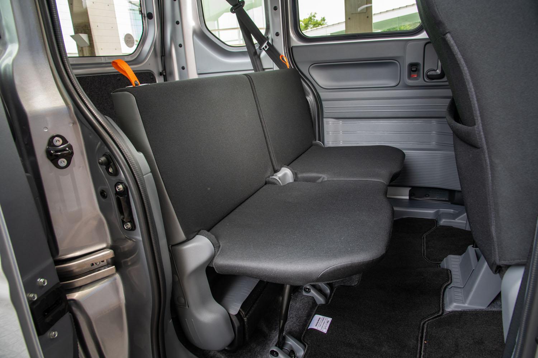 「G Honda SENSING」のリアシートは、ヘッドレストが省略されている。