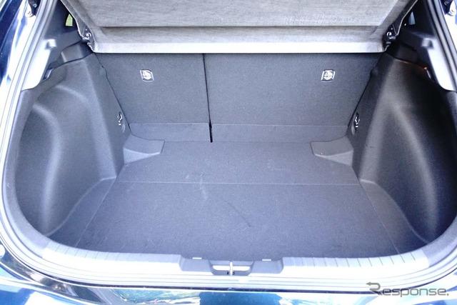 トヨタ カローラスポーツ ハイブリッド