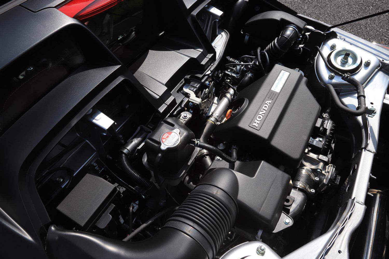 キャビン後方に横置きされる0.66リッター直3ターボエンジン。「S660モデューロX」用のチューニングは、一切施されていない。