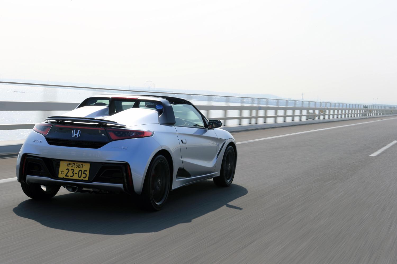 今回は、高速道路を主体におよそ260kmの距離を試乗。燃費は満タン法で14.1km/リッター、車載の燃費計で15.3km/リッターを記録した。