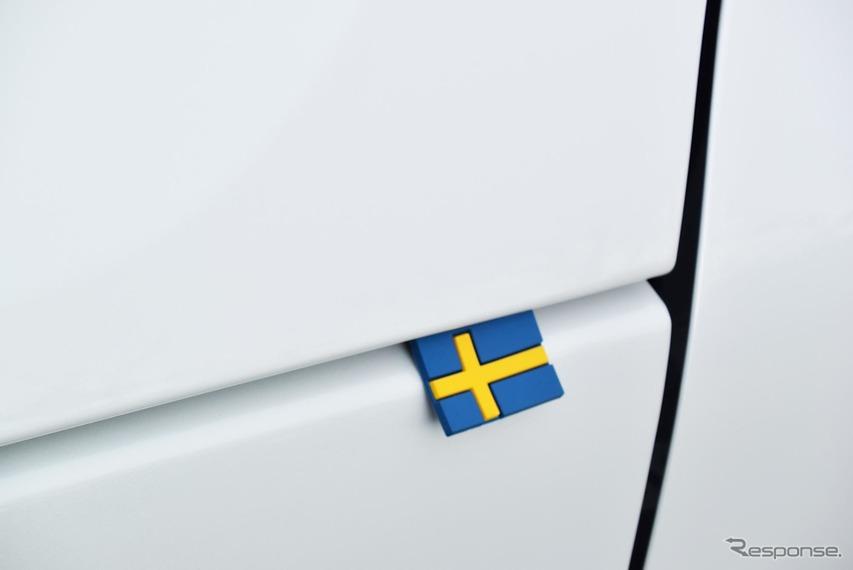 初回輸入版にはボンネットにゴム製のスウェーデン国旗があしらわれていた。