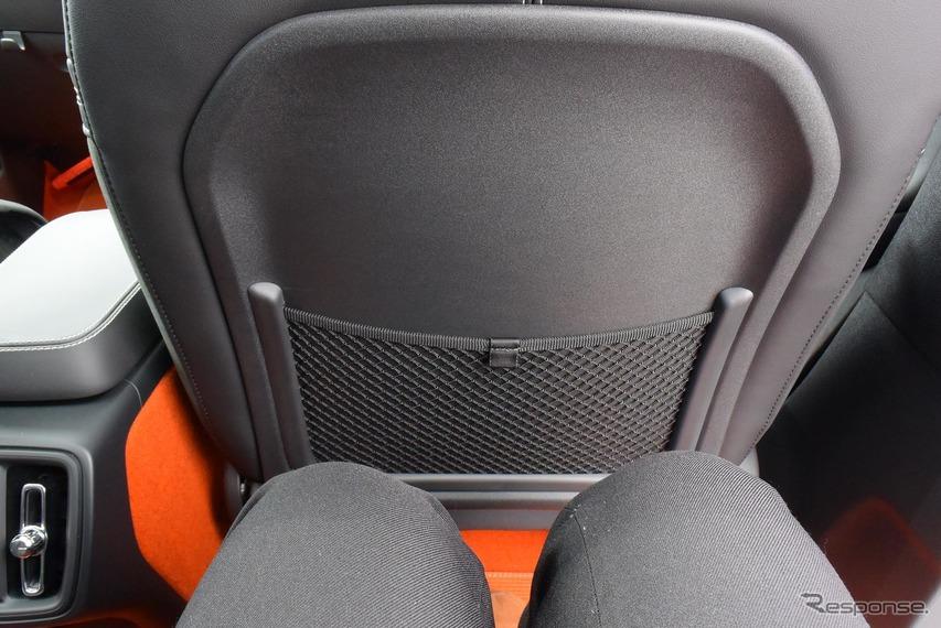 前席のドライビングポジションを適切に取っても後席には十分以上に広いスペースが残る。