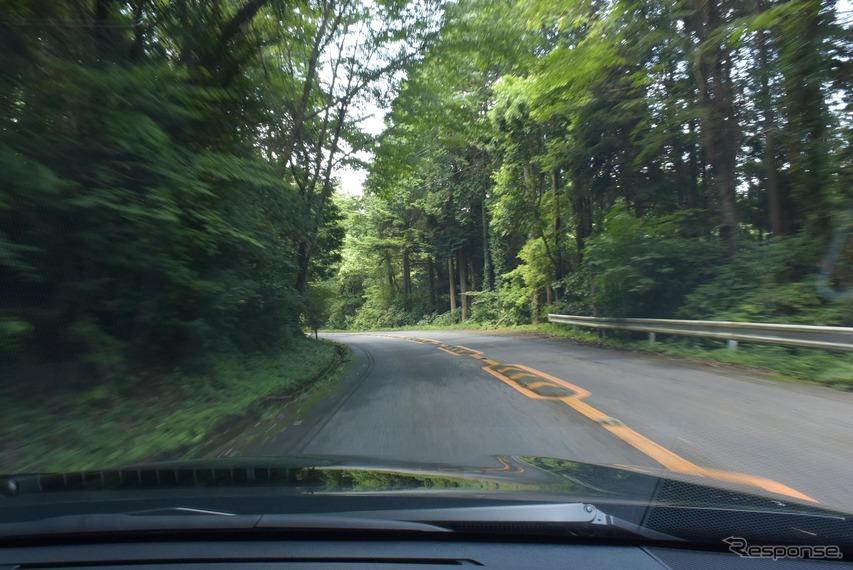 筑波山を走行中。ハンドリングは驚くほどに優れ、かつ濃密なインフォメーションをドライバーに伝えてくるものだった。