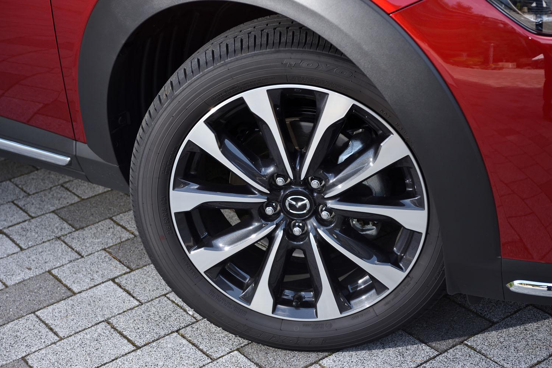 新デザインの18インチアルミホイール。タイヤはトーヨーの「プロクセスR52A」が組み合わされていた。
